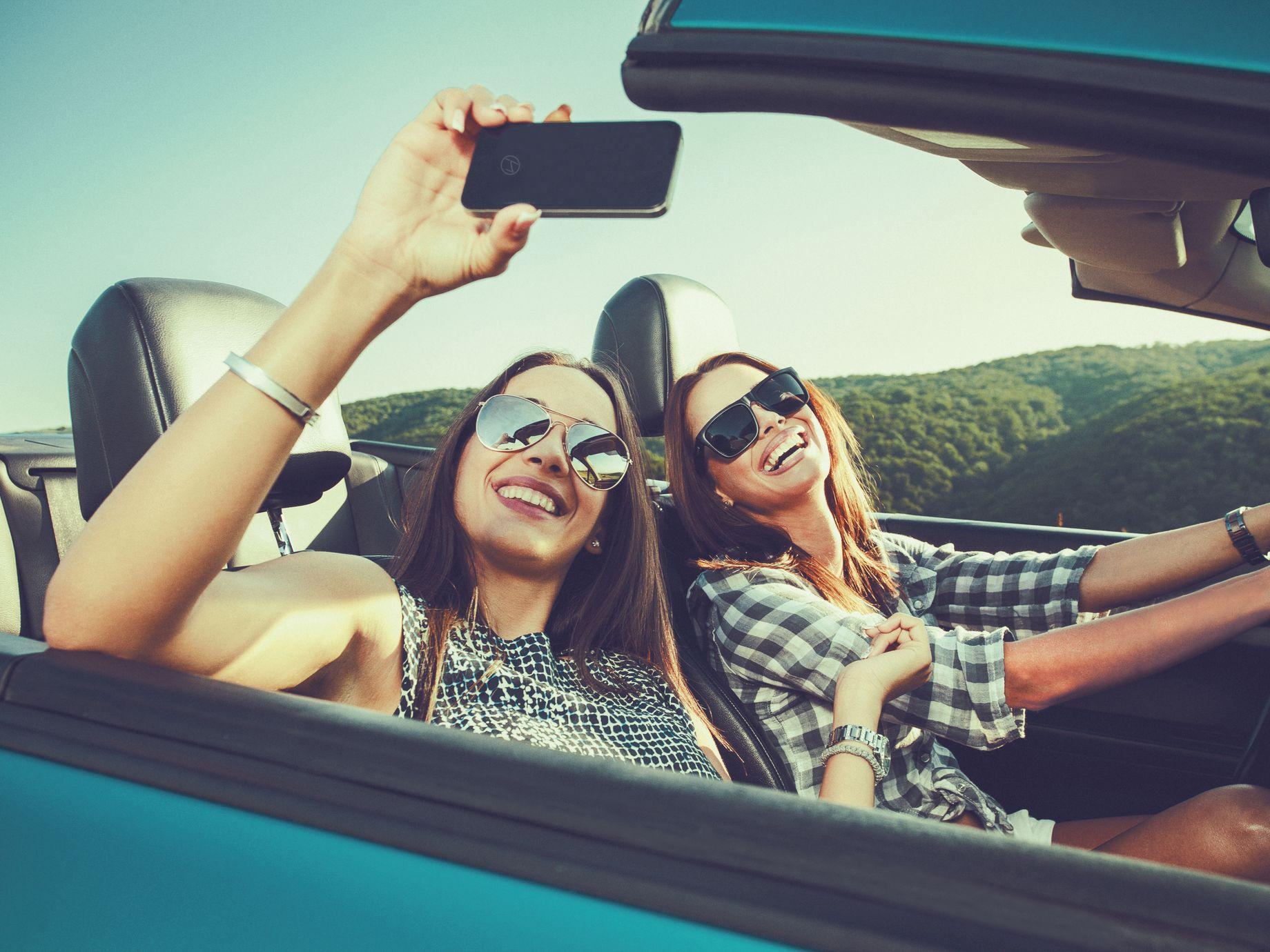 Mädels im Cabrio | shutterstock.com